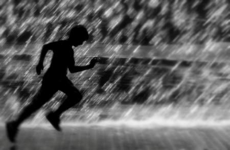 correre nella pioggia running rain